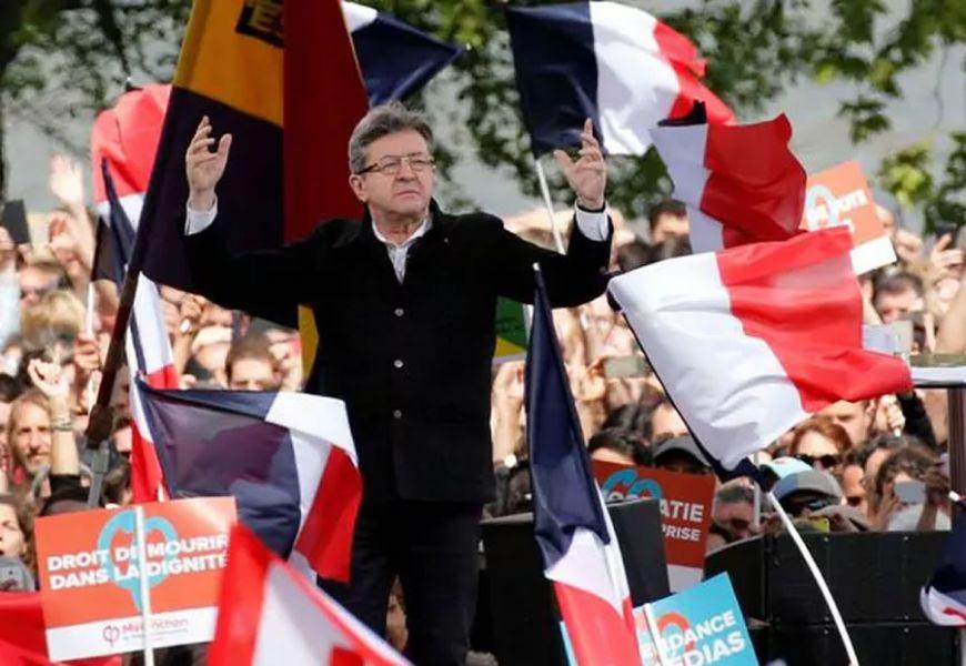 """Estaré en la segunda vuelta"", dice Jean-Luc Mélenchon, quien desmintió ser de extrema izquierda. (Reuters)."