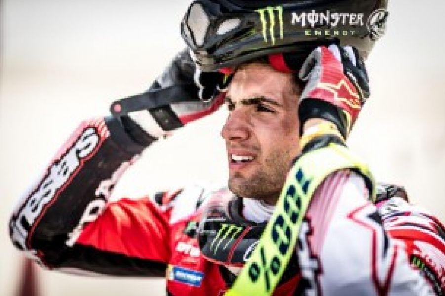 Los dolores en su mano accidentada molestaron a Kevin en la etapa mas larga en Qatar.