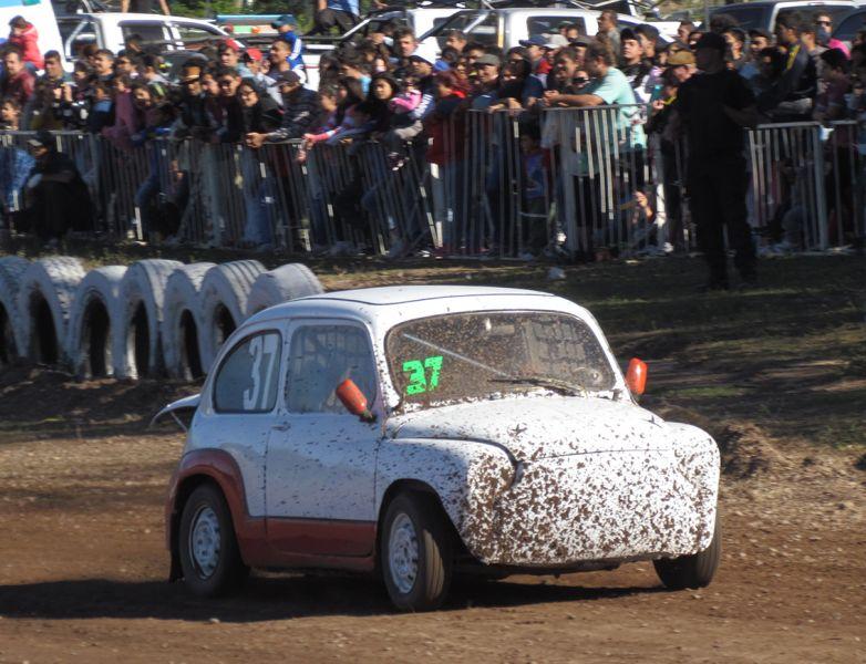 D' Abate ganó la carrera de invitados en Fórmula 05-Fiat 600. Un buen marco de público acompaño la carrera en Metán.