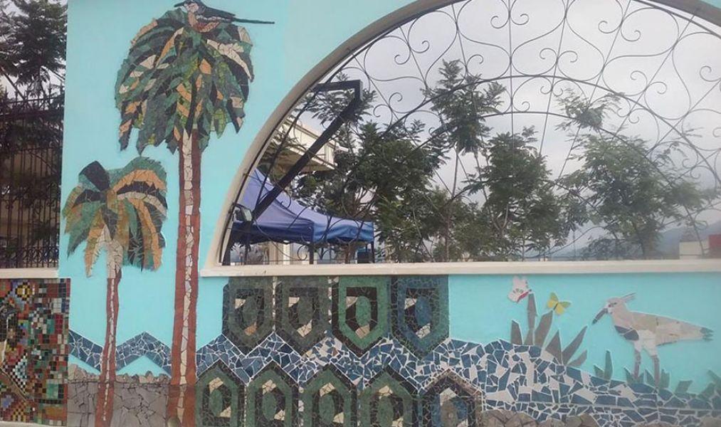 el parque cuenta con un artstico mural del
