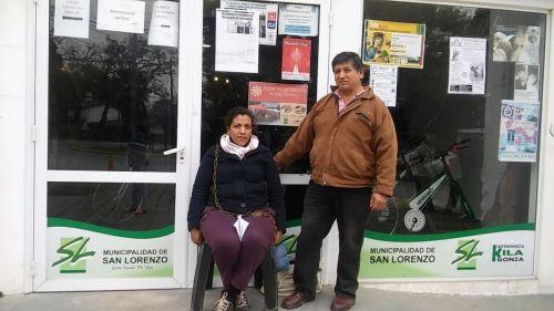 Ramona Cabezas y Leonardo Aragón, ambos cesanteados. Al paro por tiempo indeterminado se suma la huelga de hambre de la mujer que se encadenó.