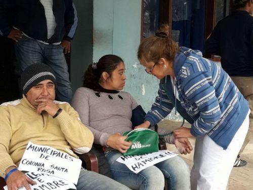 En medio de un paro por mejoras salariales que ya lleva 37 días, Municipales de Colonia Santa Rosa comenzaron una huelga de hambre.