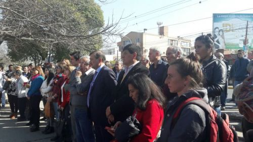 Varios de dirigentes del PJ de distintos frentes en medio de la campaña se reencontraron en la Plaza Evita.