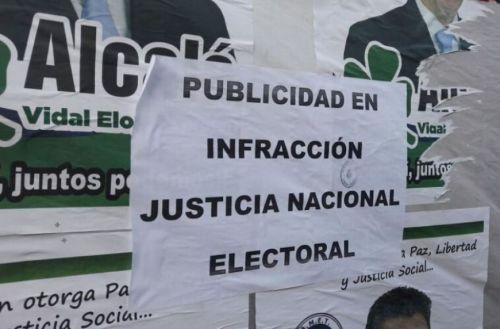 Las infracciones a la ley electoral comenzaron en los espacios públicos y siguen ahora en los páginas digitales.