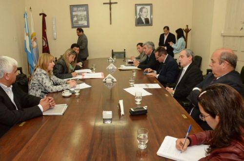 Reunión entre senadores y la Asesora de Incapaces.