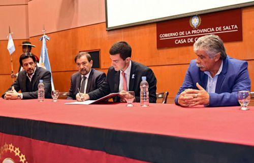 El gobernador Urtubey impulsa un relevamiento de tierras con la firma del convenio con Mario Cuenca, titular del Foro de Intendentes.