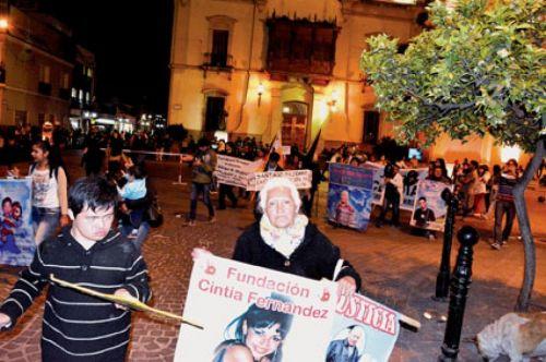 Como todos los viernes, la marcha 339 de familiares víctimas de la impunidad, esta vez fue en memoria del nuevo femicidio de Paola Alvarez.