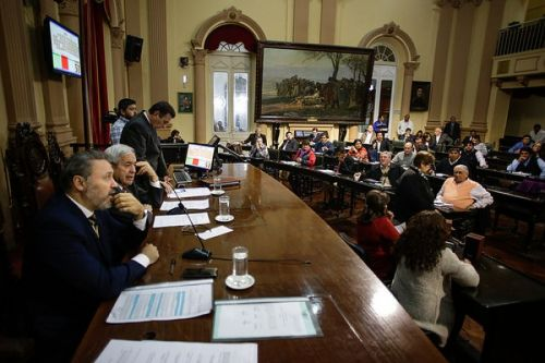 Diputados vuelve a sesionar hoy, tras fracasar la reunión del martes pasado.