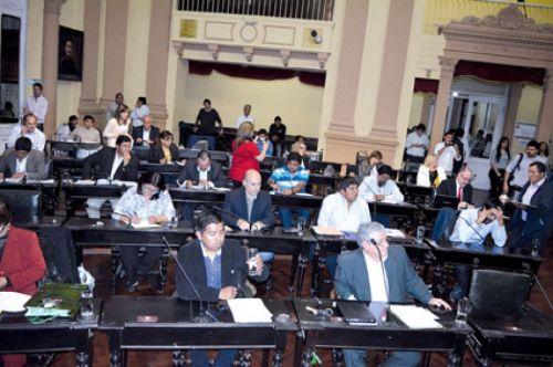 La ley DE acción popular de inconstitucionalidad sancionada obtuvo 27 votos a favor y 18 votos en contra.