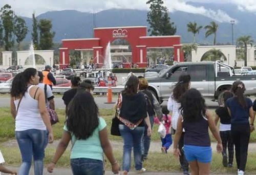 El Día de los Estudiantes hay festivales juveniles en los parques urbanos y se intensifican los controles en los campings.