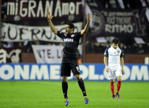 Jose Sand festeja el primer gol del Granate.