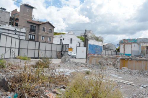 En el predio de la ex Bodega Giol, ya comenzó la tarea de demolición para la construcción del edificio de 20 pisos.