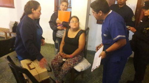 Camila Rueda controlada por personal del Samec