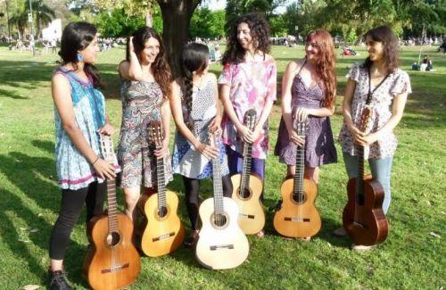 """El sextero """"Espiral de Mujeres Guitarristas"""", ofrecerá en Salta dos conciertos."""