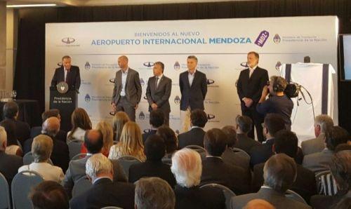 El Presidente participó en Mendoza de la reinauguración del aeropuerto y cargó contra la oposición.