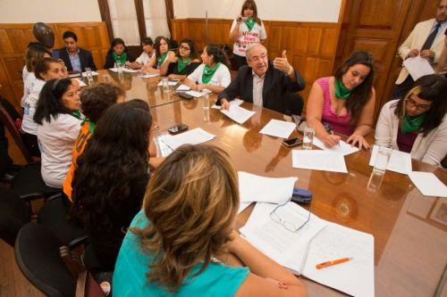 Para definir proyectos, referentes de 18 entidades de mujeres se reunieron en una mesa de diálogo con Diputados.