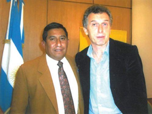 El dirigente del PRO, Rodolfo Serrano aquí junto a Mauricio Macri lleva adelante un requerimiento ante la Justicia Electoral.