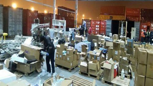 Las cajas del contrabando en Zarate, sorprende porque casi todo son elementos electrónicos de alta gama.