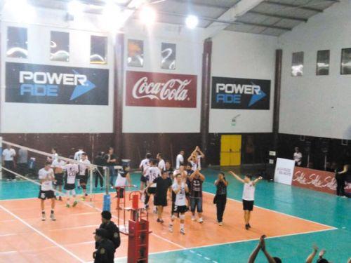 Central Norte festeja su gran triunfo ante Rosario Voley