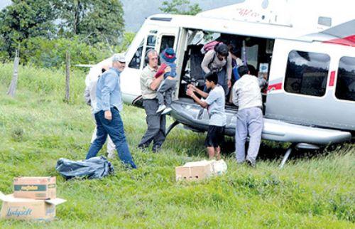 Se realiza asistencia a parajes aislados con el helicóptero de la provincia.