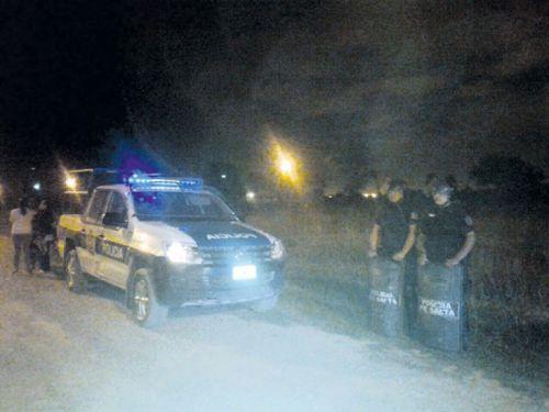 Los operativos de ubicación de familias con carpas en lotes habitados, se hicieron cerca de la medianoche con ayuda policial.