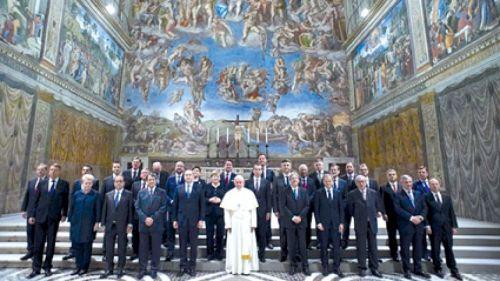 El Papa Francisco junto a los líderes de la Unión Europea.