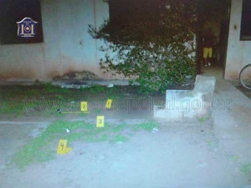 El jardín de la casa, donde quedó el cuerpo tendido sin vida de Luis Calderón.