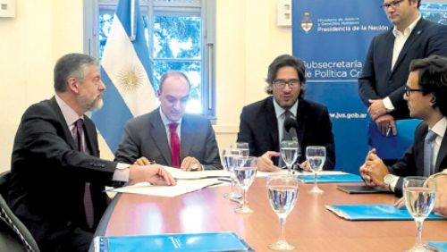 """""""Queremos apoyarlos en la generación de protocolos y dotación de recursos y técnicos de avanzada"""", dijo López Viñals."""