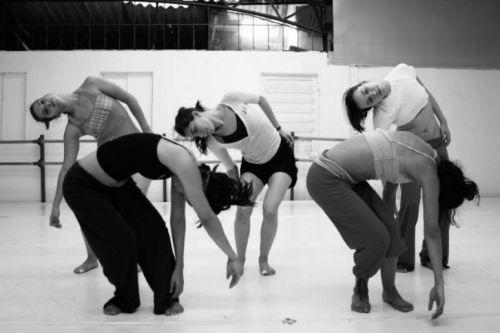 """Con la coreografía """"Sacos de piel"""" el Ballet de la Provincia de Salta, se presenta el lunes 24 de abril en la sala de Zuviría 70."""