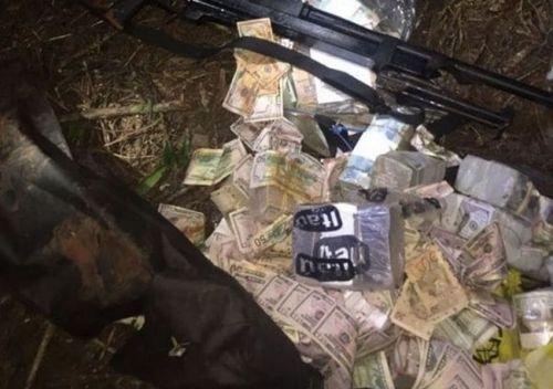 Encontraron un bolso con parte del multimillonario botín robado durante el violento asalto contra Prosegur en Ciudad del Este. (Foto ABC Color).
