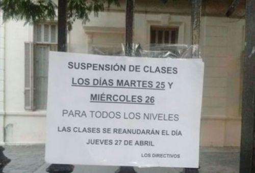 Las clases en el edificio de la Escuela Normal fueron suspendidas por un descontrol en la fumigación del fin de semana.