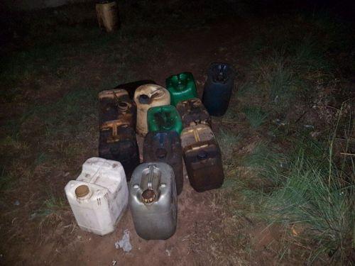 Los delicuentes retiraban el combustible en bidones.