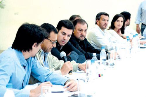 El gobernador, ministros e intendentes durante la reunión en Orán anunciaron un plan de obras urbanas.