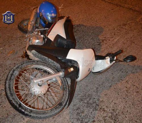 Un adolescente chocó son su motocicleta