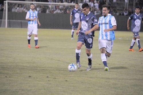 """Fabio Giménez (derecha), listo para volver en el """"Albo""""."""