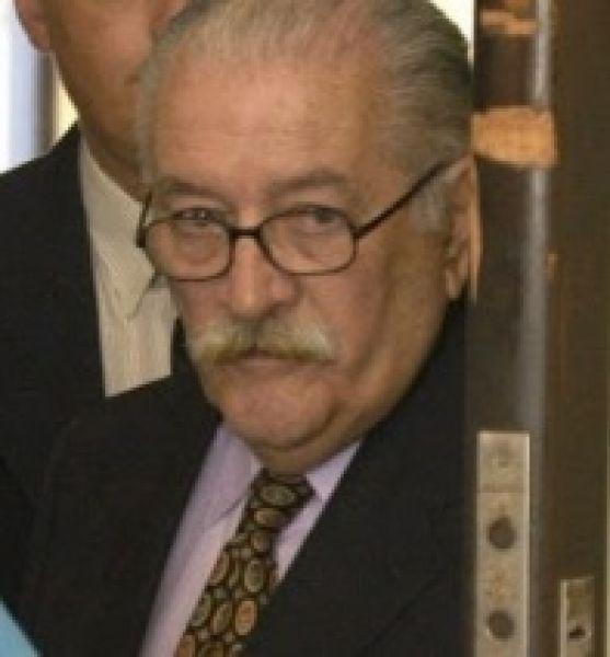 El represor Miguel Raúl Gentil. Tiene prisión domiciliaria, y quería salir a caminar.