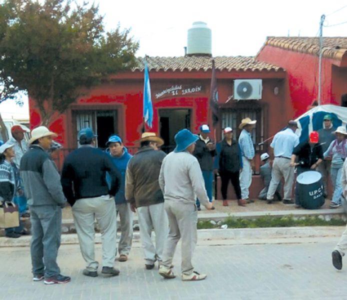 """""""Antes los trabajadores municipales éramos pobres, ahora somos indigentes"""", dijo Oscar Ibarra, secretario del Interior de UPCN."""