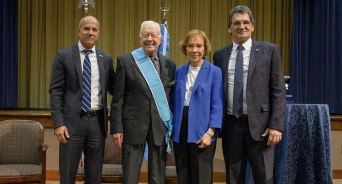 """La Argentina le entregó al ex presidente de EE.UU. Jimmy Carter, """"la Orden del Libertador San Martín""""."""