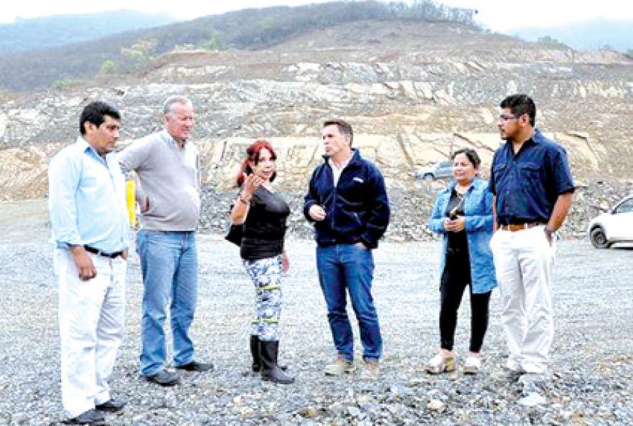 Los concejales recorrieron la zona donde trabaja la Cerámica Alberdi y verificó que se está extrayendo tierra de los cerros colindantes.
