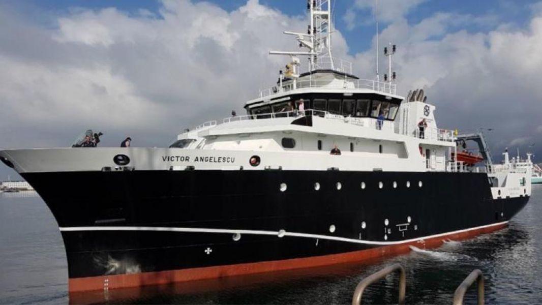 El buque de investigación Víctor Angelescu, del Instituto Nacional de Investigación y Desarrollo Pesquero (Inidep).