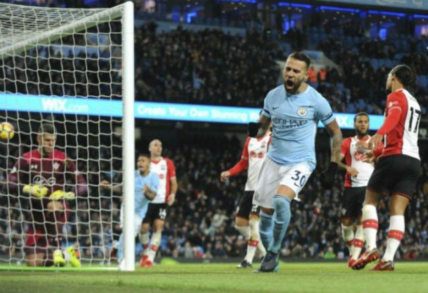 Otamendi marca el empate. Después llegó el gol de Silva.