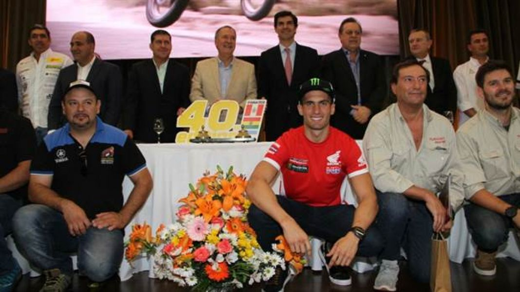 El piloto salteño Kevin Benavides participó del lanzamiento oficial del Dakar en Córdoba.