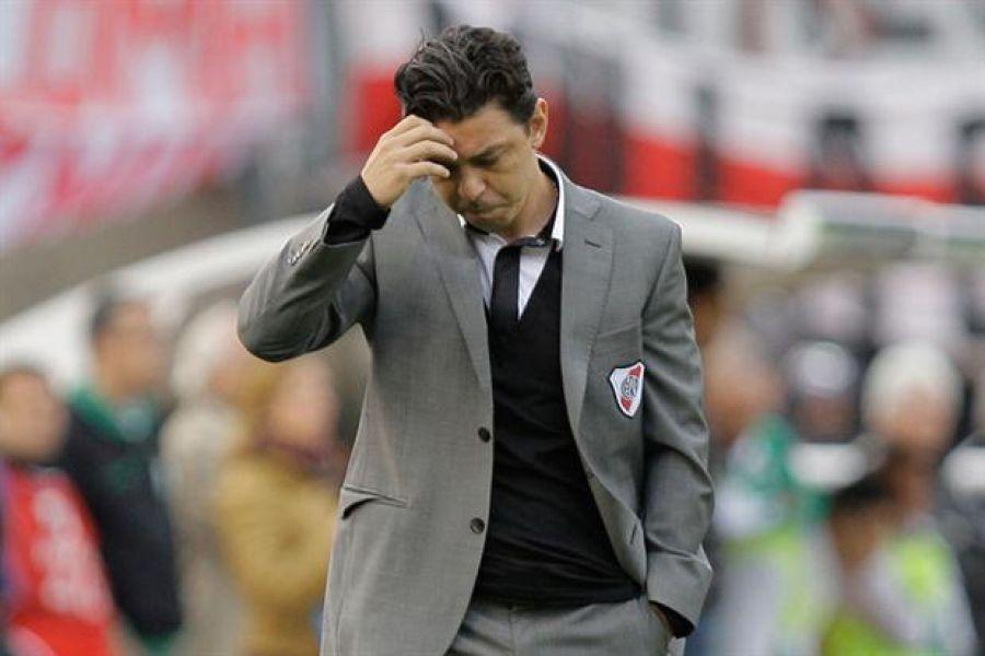 Gallardo preocupado como pocas veces se lo vio. Cambia para jugar la final de la Copa Argentina.