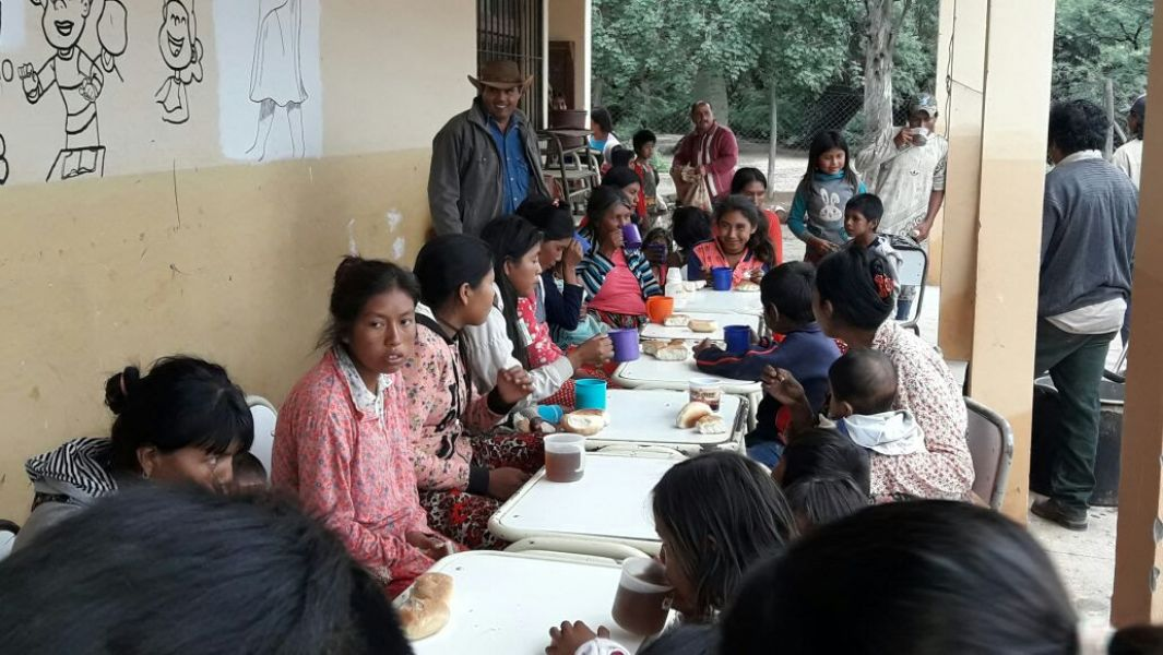 Los refugiados de El Mulato, en Alto La Sierra, son atendidos por el Comité de Emergencia.