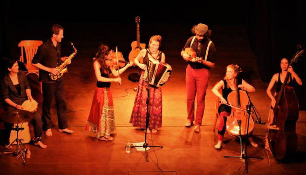 El grupo Čao Laru, es una mezcla entre lo serbio y lo francés; el encuentro entre la polifonía de Macedonia y cirandas brasileñas.