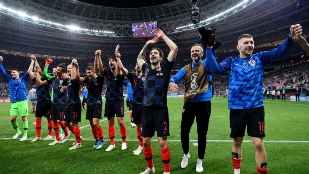 El saludo triunfal de la selección croata que por primera vez clasificó a la final de un Mundial. El domingo irá ante Francia.