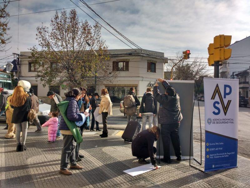 Belgrano y Puerredón los promotores conciencitizan sobre la seguridad vial en la semana del peatón.