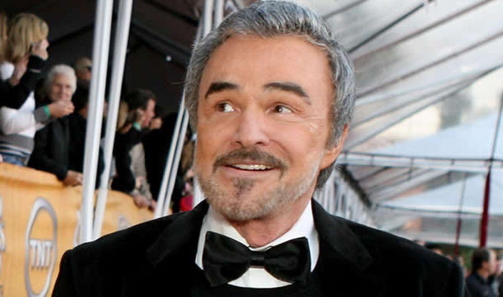 Burt Reynolds, cuyo atractivo y encanto lo convirtieron en uno de los actores más populares del cine de Hollywood.