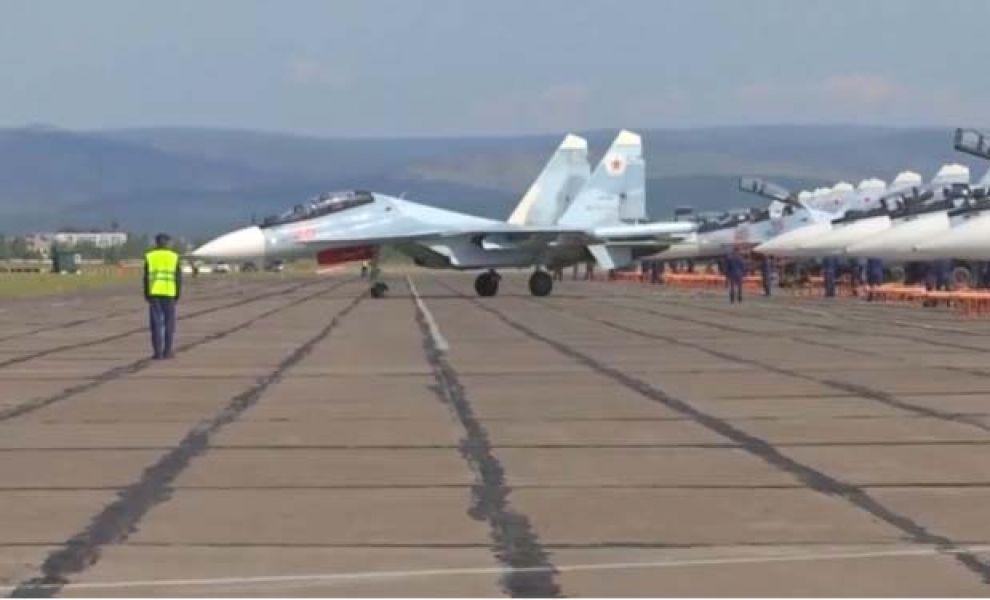 Loa aviones realizan maniobras para el conflicto a gran escala.