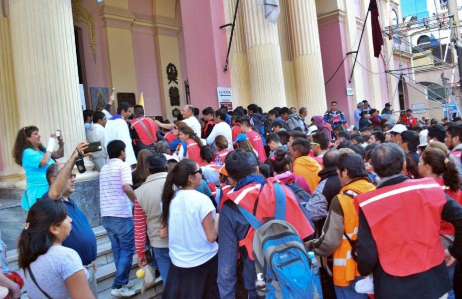 Por estas horas y hasta el sábado será incesante la llegada de fieles a la Catedral de Salta.